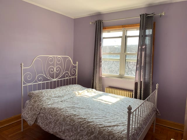 Beautiful vintage Private room in 3bdr.Brooklyn.R3