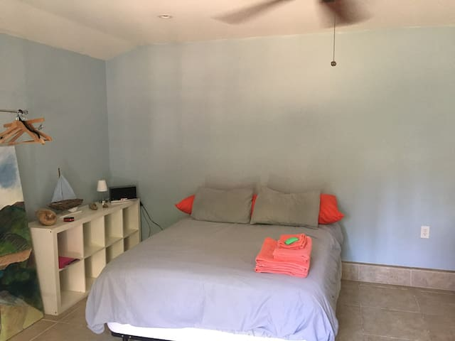 Guest house best location! Close to the beach/UCLA