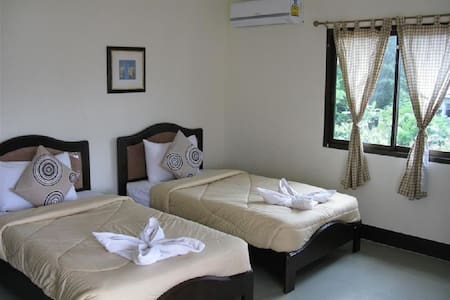 Double Room with Air-Condition - Inap sarapan