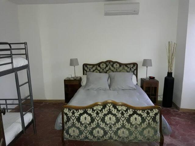 Chambre au calme - Jouy-le-Châtel
