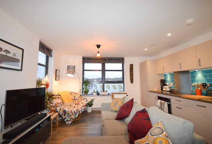 Modern 2-bed in the stylish Paintworks