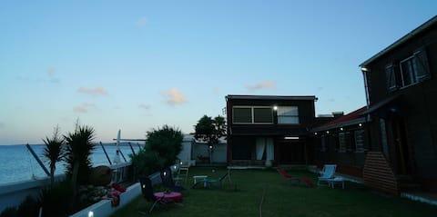 Un  beau bungalow au bord de la mer