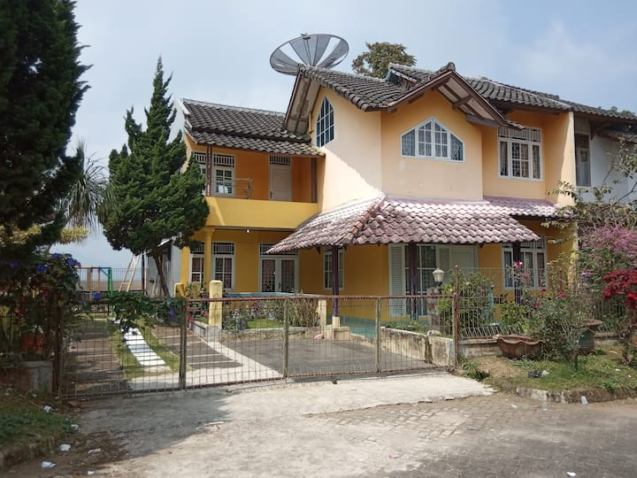 Villa cipanas baru nuasa gunung hawa dingin tenang