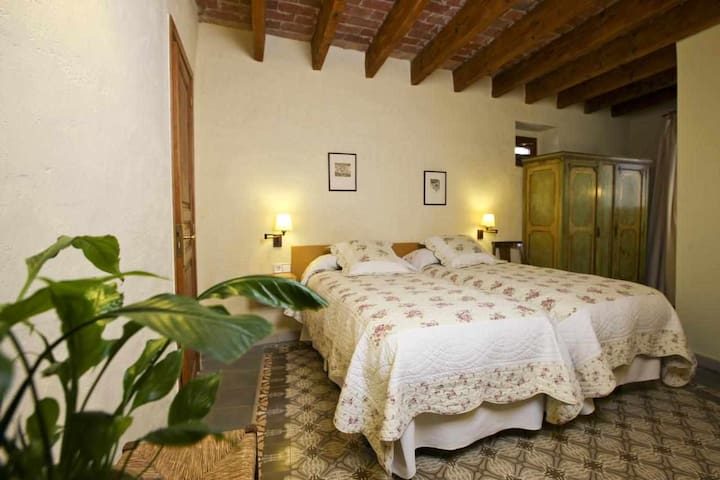 Private room, renovated Country Hotel, Costa Brava