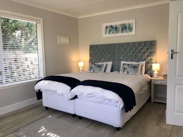 GLENCAIRN HOUSE- Warm beach house & cottage