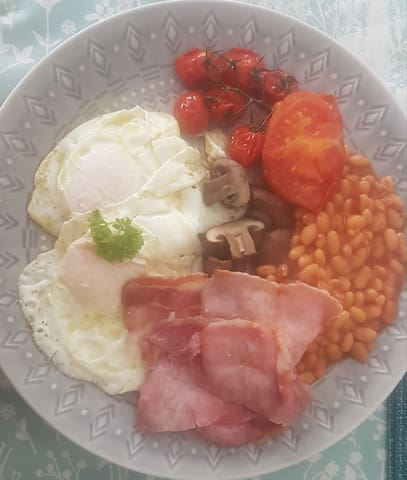 Full cooked breakfast available if required