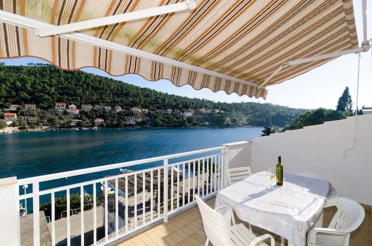 Kuzma- Two-Bedroom Apartment with Balcony and Sea View