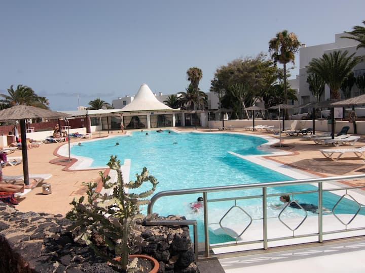 Newly renovated studio apartment on a seafront complex with a pool