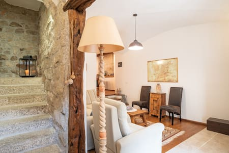 Historic, Centrally Located Holiday Home with Wi-Fi and Fireplace