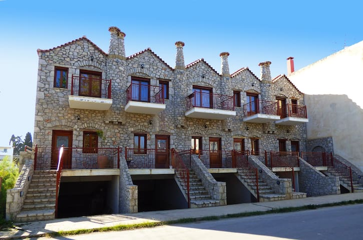 Cobblestone beachhouses for up to 21pers - Paralio Astros - Kondominium