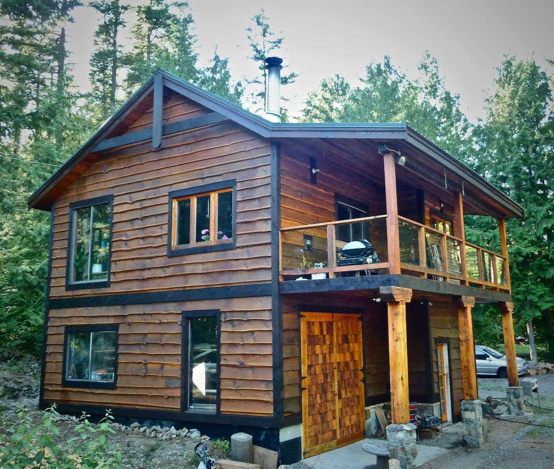Private Chalet/Cabin on 4 acres, Exceptional recreation opportunities. 35 minutes to Whistler,  10 to Pemberton. Close to lakes & the Birkenhead river.  Perfect for family or small, intimate group.   This is not a party house but an awesome retreat.