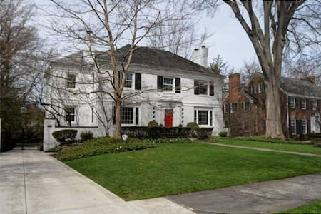 Beautiful Shaker Heights Home for the RNC - Шейкер-Хайтс