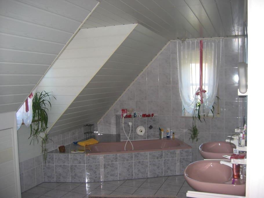 Bad zur gemeinsamen Nutzung mit evtl. weiteren airbnb-Gast (sonst zur alleinigen Nutzung)