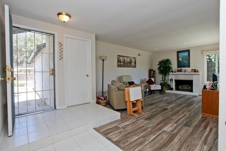 Country Living &forever vus close to San Diego BR2