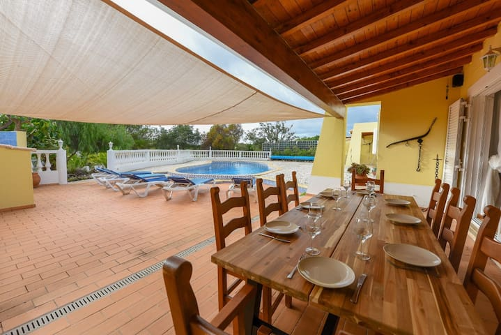 Gorgeous 4 bedroom villa with pool