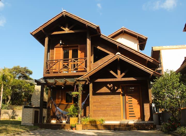 Airbnb da Cris (500m da praia de Ibiraquera)