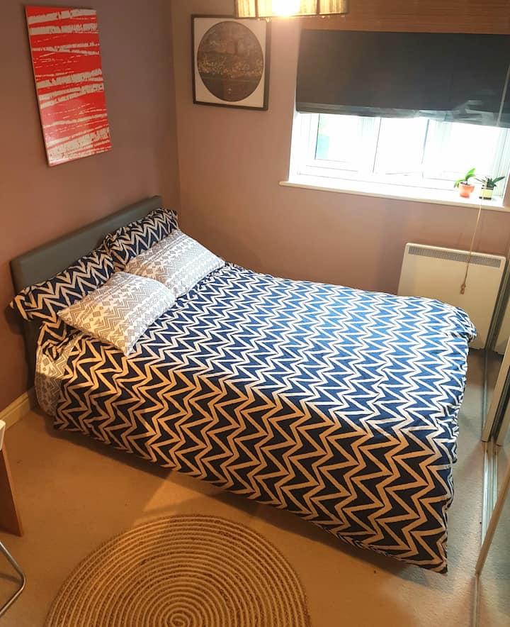 Cozy lighty University ensuite room