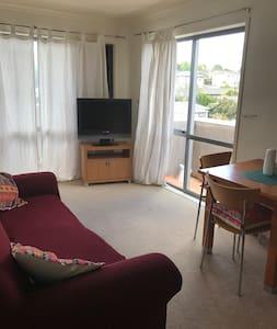 Sunny West Auckland Apartment - Auckland - Apartemen