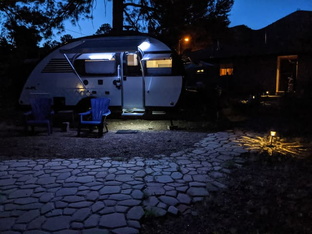 Comphy and Clean Camper in Relaxed Neighborhood