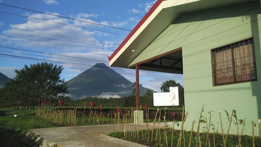 Casita Green with Arenal Volcano view AC/WiFi