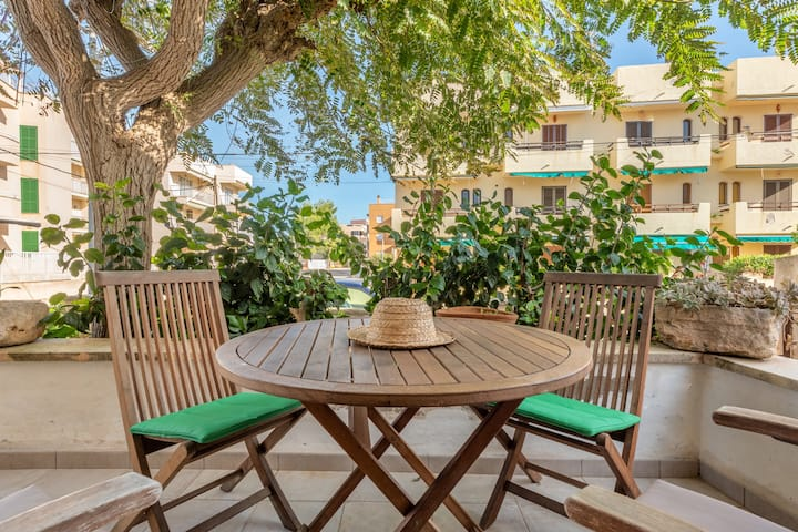 Spacious Holiday Home Son Homs with Sea View, Wi-Fi, Balcony & Terrace; Parking Available