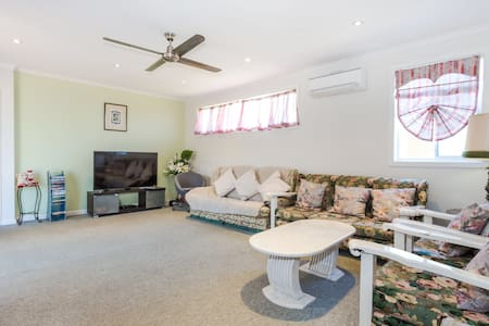 Massive 7 bedroom house fully airconditioned - Ashwood - Dom