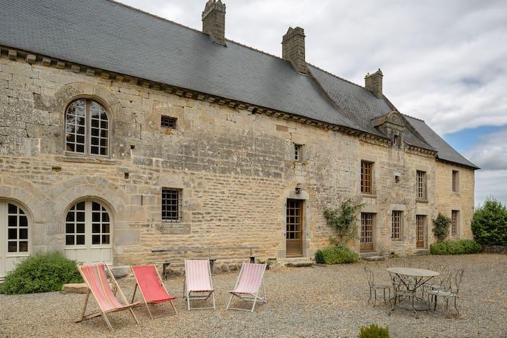 Grande maison de caractère au calme de la nature - Saint-Juvat - House
