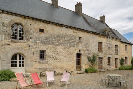 Grande maison de caractère au calme de la nature - Saint-Juvat - 단독주택