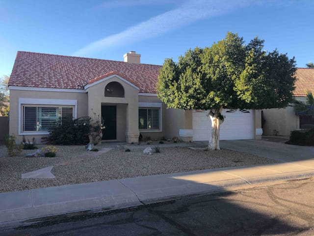 Quiet, Clean Home In South Phoenix/Ahwatukee