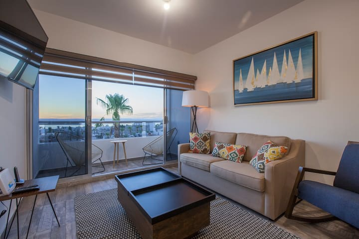 Seaview condo near waterfront