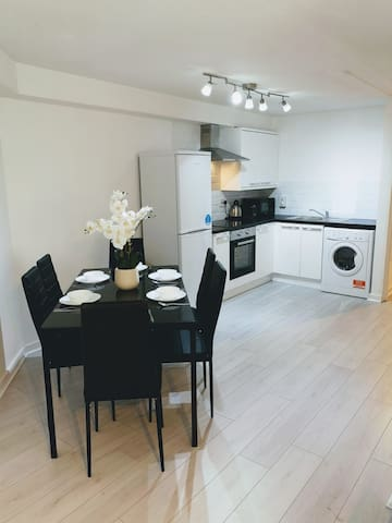 Central Newcastle 3 double bedroom. 1-6 Guests.