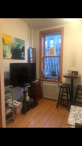 living room, tv, dining table