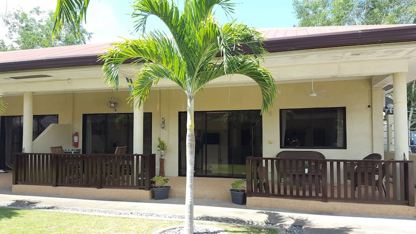 Modern apartment in Alona with 50 mbps internet - Panglao - Apartment