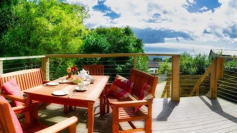 Beautiful Lodge overlooking Mounts Bay sleeps 6