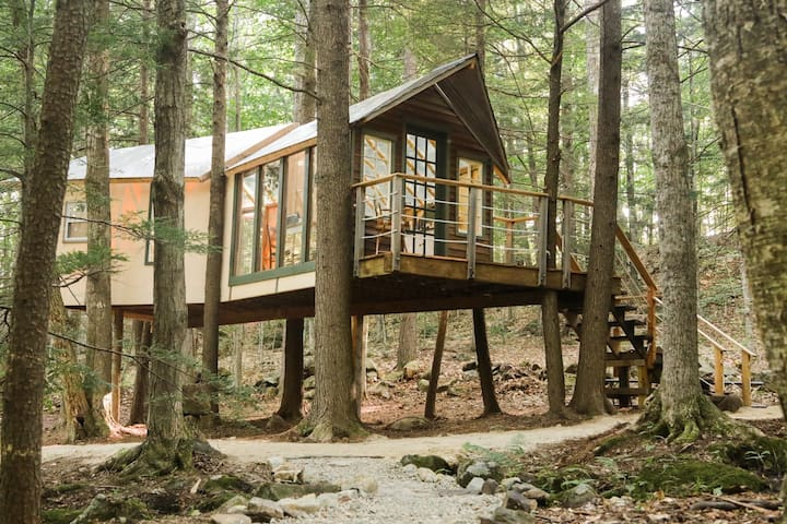 Hemlock Hideout - Treehouse Camping