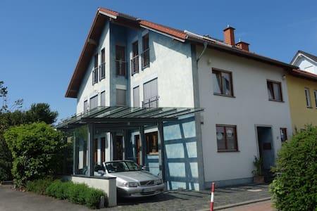 An den Weinbergen im Rheingau kompl. Dachgeschoss - Walluf