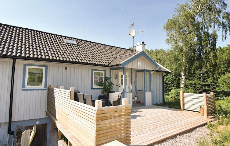 Holiday cottage with 3 bedrooms on 129 m² in Brastad