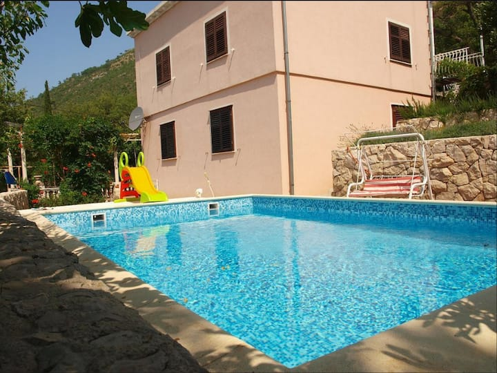 Apartment Mileta - Two Bedroom Apartment with Pool