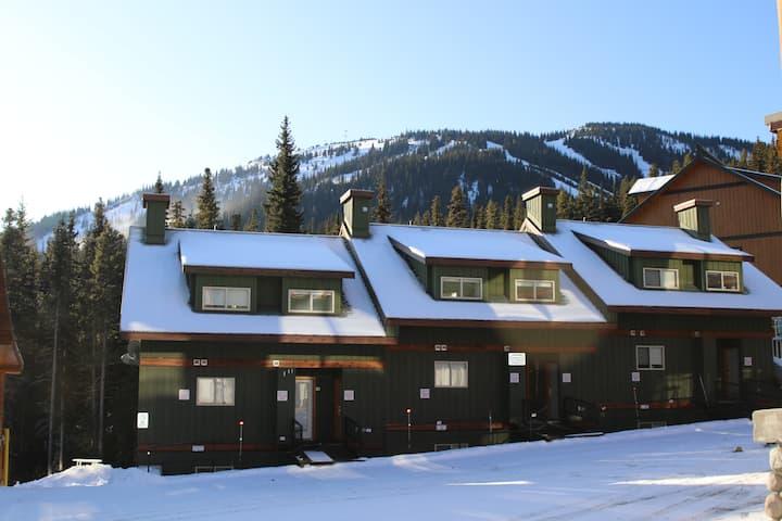 Creekview 2 Bedroom Ski-in Ski-out Condo