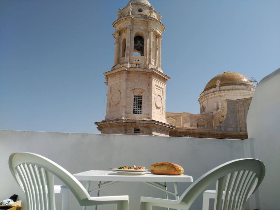 Lunchtime on the roof terrace