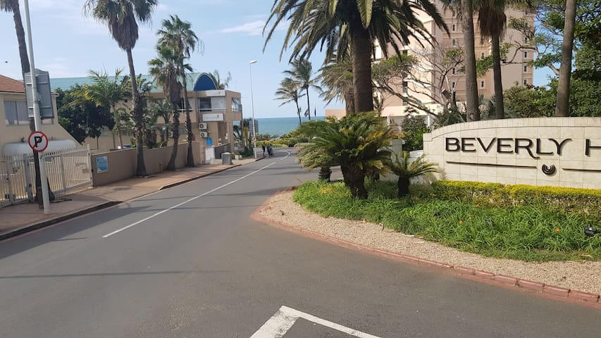 Beverly Gardens - Central Umhlanga Rocks Flat 3