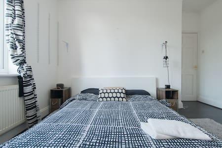 Garden view London spacious doubleroom residential - Ильфорд