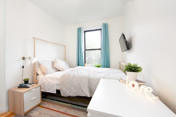 Private Bedroom in the heart of Bushwick!