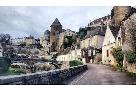 La Maison du Pont(The Bridge House) - Semur-en-Auxois - 아파트