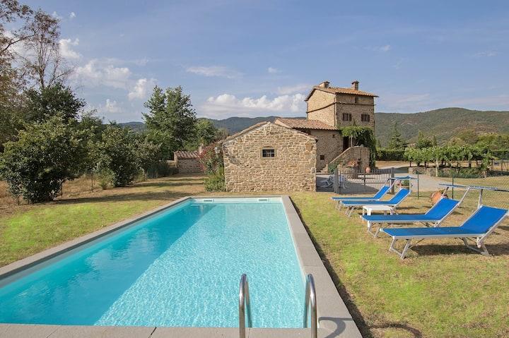 Villa Montalla, Tuscany holiday home with pool