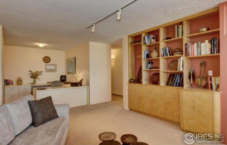 Cozy 2 BDRM Near Park and Creek