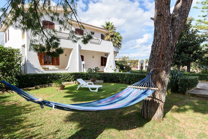 villa al mare con giardino - Arenella - Departamento