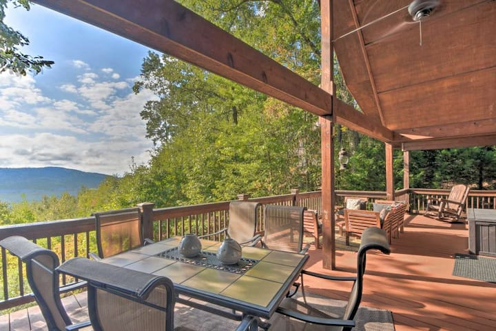 Mountaintop Murphy Cabin by Hiwassee River!