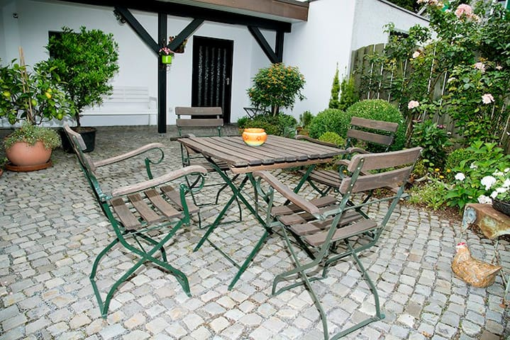 Apartment mit Terrasse 2 Betten + Garten + Grill