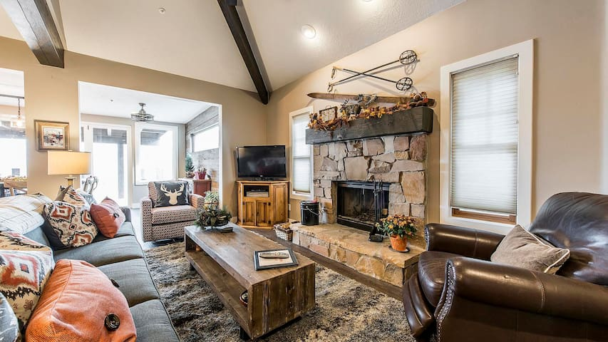 2 King Master Suite Townhome with Private Hot Tub